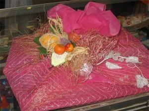Упаковка подарков флористической сеткой